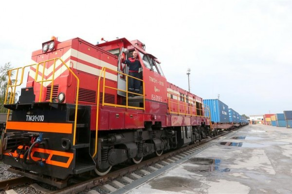 First container train with Belarus' dairy products leaves for China